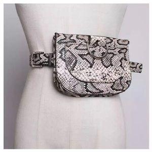 🖤 NEW 3 in 1 Snake Print Belt Bag/Clutch/Belt 🖤